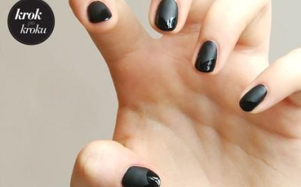 Krok po kroku: prosty sposób na czarny manicure