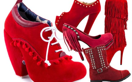 Czerwone buty w sam raz dla pomocnicy Świętego Mikołaja