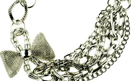 Łańcuszki krążki i kokarda: biżuteryjna asymetria Troll