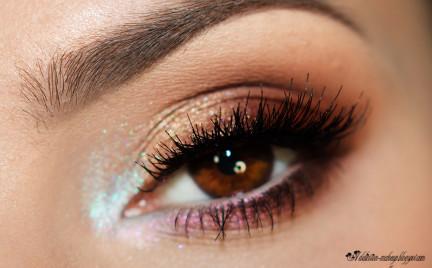 Makijaż kontrastowy: brąz i błękit