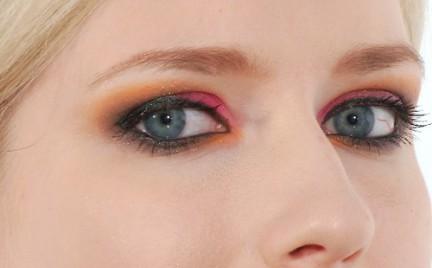 Krok po kroku: Czerwono-pomarańczowe smoky eyes