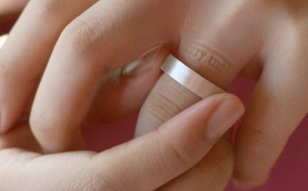 Co o nim myślicie: pierścionek z wiadomością