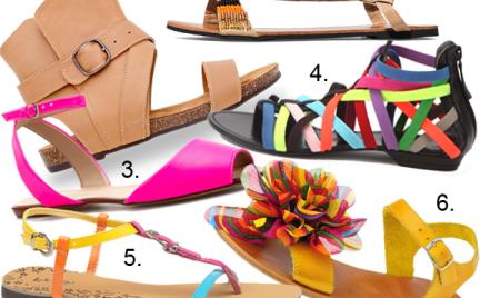 Kupujemy: sandały na płaskiej podeszwie. Ponad 80 propozycji