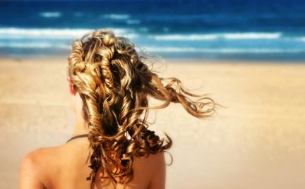 Letnie kosmetyki: must have do włosów