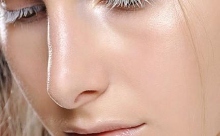 Nowy trend w makijażu: strobing
