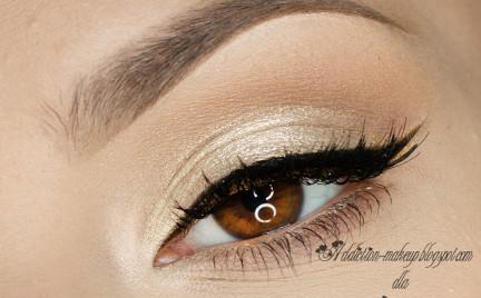 Makijaż: rozświetlone oko i podkreślone usta