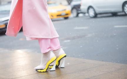 Szpilki na śniegu: warto aż tak poświęcać się dla mody