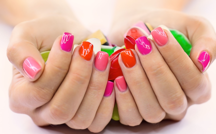 Wakacyjny manicure i pedicure