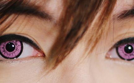 Nowy trend: różowe soczewki kontaktowe