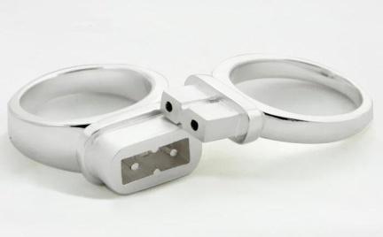 Jak Wam się podoba: pierścionki zainspirowane gniazdkiem i wtyczką