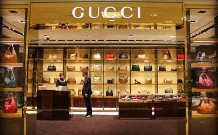 Luksusowa moda pod lupą. Zegarki i stacjonarne multibrandy w odwrocie