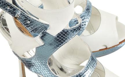 Z czym to nosić: kosmiczne sandały TopShop